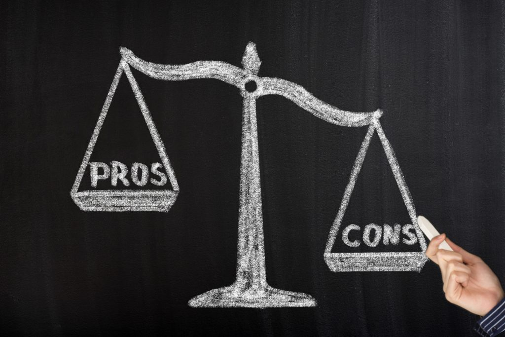 Pros and Cons drawn out for choosing a boutique law firm