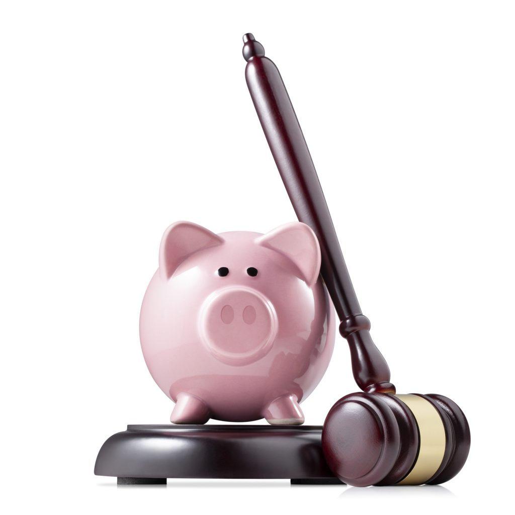 A piggy bank and a legal gavel representing financial split in divorce